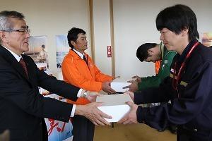 【市長フォト】中津干潟シングルシードオイスター「ひがた美人」平成27年度初出荷式